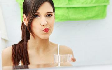 полоскання рота врятує від поганого запаху з рота