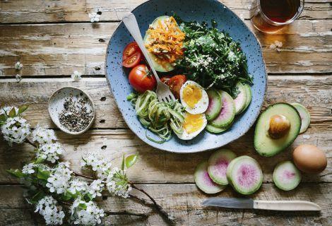 Які продукти допомагають жінкам відновити гормональний баланс