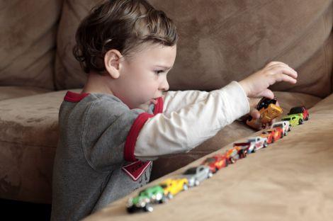 Дитина за аутизмом