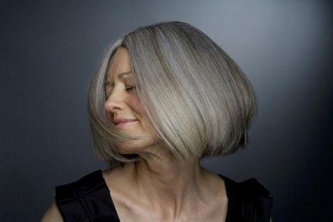 Навіть сиве волосся може виглядати стильно