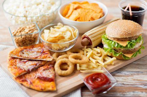 Фастфуд провокує гормональні проблеми