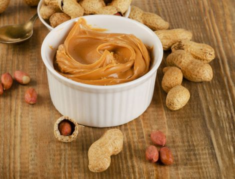 Також корисно вживати арахісову пасту