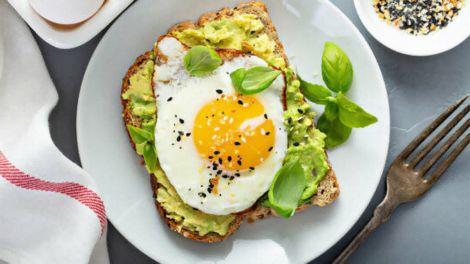 Як зробити будь-який сніданок корисним: простий спосіб розкрила дієтолог