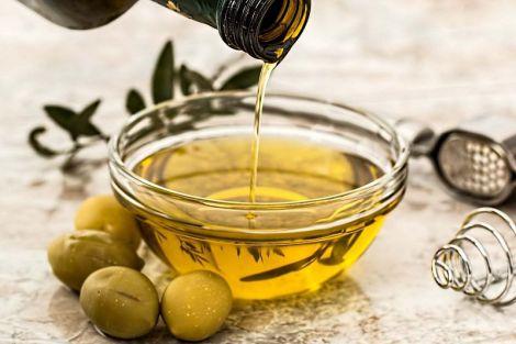 Вісім причин випивати ложку оливкової олії натщесерце