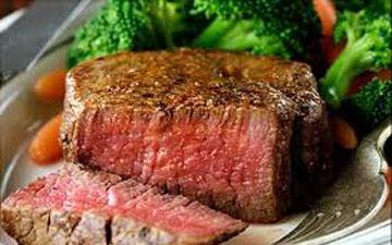 слід бути обережним з вживанням червоного м'яса
