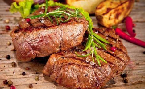 В зрілому віці треба зменшити споживання м'яса