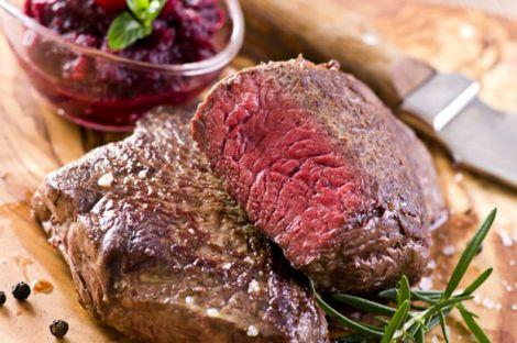 Непросмажене м'ясо може зашкодити організму