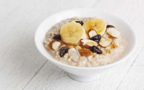Вівсянка чи омлет? Дієтологи назвали найкращий сніданок