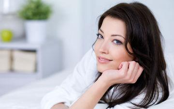 Після масажу промокніть обличчя серветкою і накладіть маску на 15 хвилин