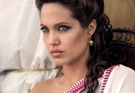 Приваблива Анджеліна Джолі раніше комплексувала щодо фігури