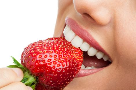 Вживання холодної та гарячої їжі викликає чутливість зубів