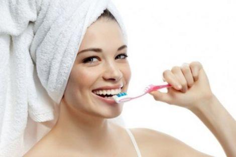Чому краще не полоскати рот після чищення зубів?
