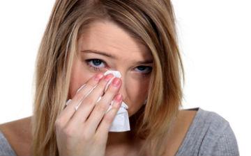 Хворі бактеріальним кон'юнктивітом часто прокидаються зі «злиплими» повіками