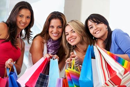 Для жінок кращим засобом від стресу був вибір і покупка модного одягу, взуття