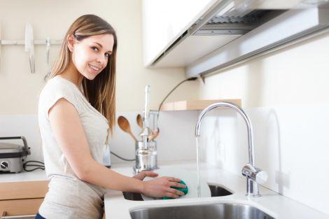 Миття посуду руйнує здоров'я хребта