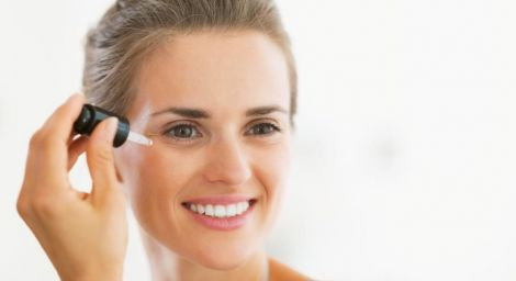 Використання сироватки для обличчя попередить зморшки