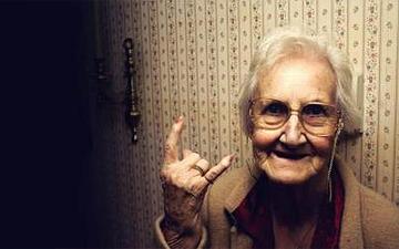 люди помирають не від старості