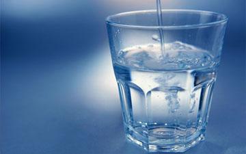 вода найкраще втамує спрагу