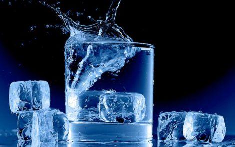 Вода з льодом
