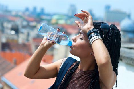 Важливо пити воду у спекотну погоду
