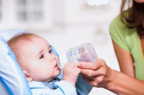 Чи можна немовлятам вживати воду?
