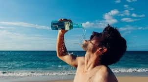 Як правильно пити воду у літню спеку?