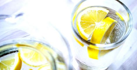 Вода з лимонним соком