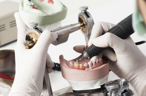 Зубной техник - одна из самых востребованных профессий в мире