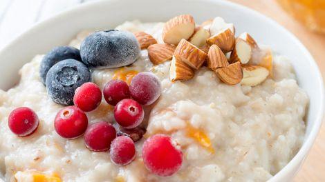 Сніданок з апетитом: 7 простих способів поліпшити смак популярної каші