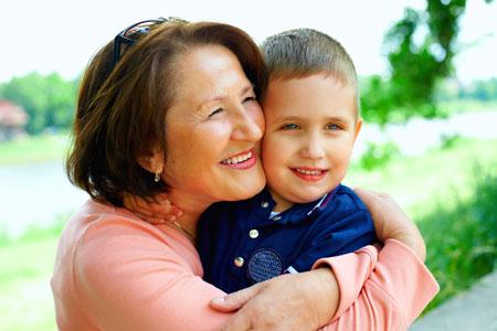 ТОП 10 поганих порад бабусь щодо виховання малюка