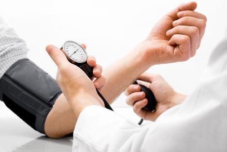 Перевірка тиску допомагає уникнути інсульту