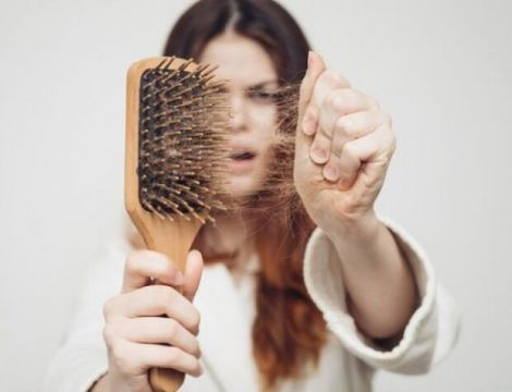 Чому волосся випадає?