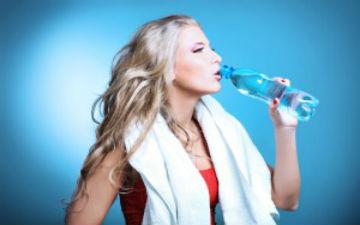 Для здорових нирок потрібно пити багато рідини