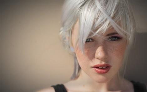 Який вітамін провокує сивіння волосся?