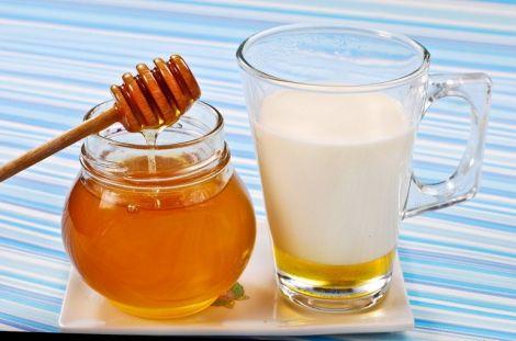 Мед з молоком - хороший засіб від гастриту