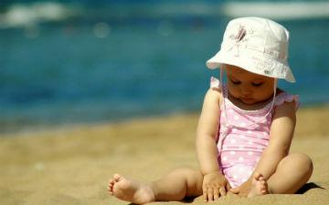 Не виводьте дитину на сонце з 11.00 до 16.00