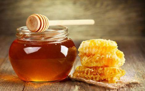 Прискорити зростання волосся і його випадіння допоможе мед