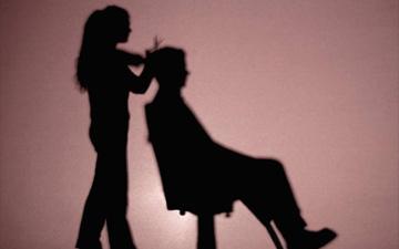 перукарі страждають від шкідливих випарів від косметичних засобів