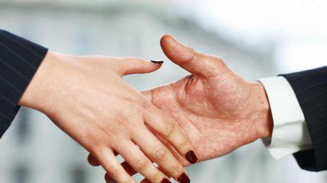 Слабке рукостискання - ознака проблем зі здоров'ям