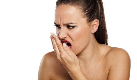 Неприємний запах з рота може викликати комплекси