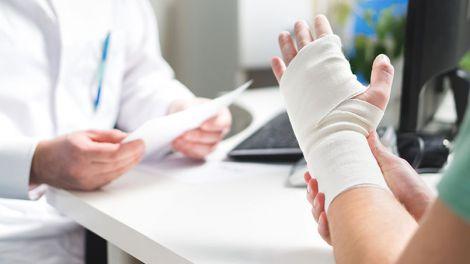 В каких случаях надо идти к травматологу?