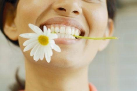 Користуйтесь зубною ниткою