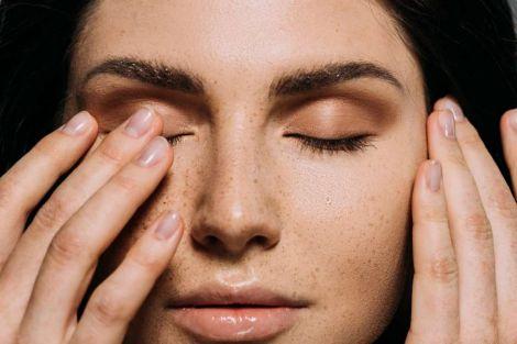 Причини посіпування ока