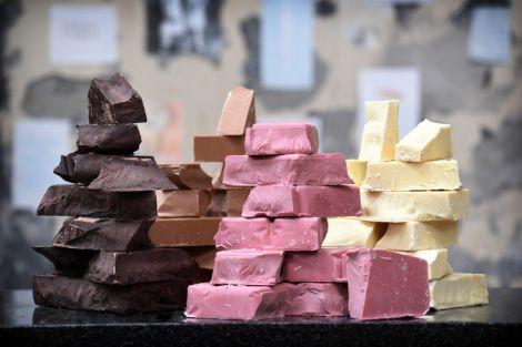 Шоколад рожевого кольору