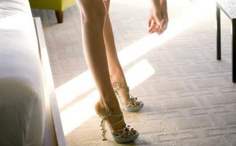 Змастіть ноги кремом