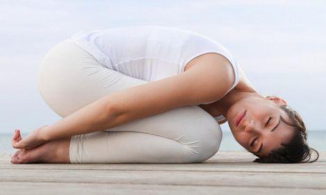 Чи корисна йога при сколіозі хребта?