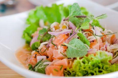 Салат з червоної риби  та броколі