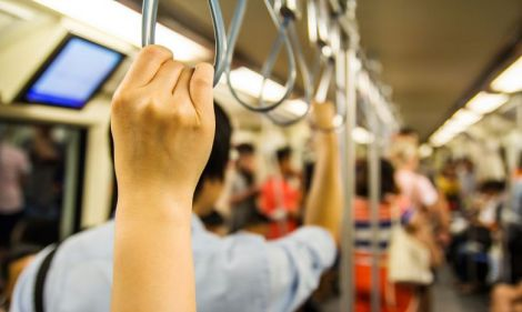 У метро можна підхопити не лише віруси