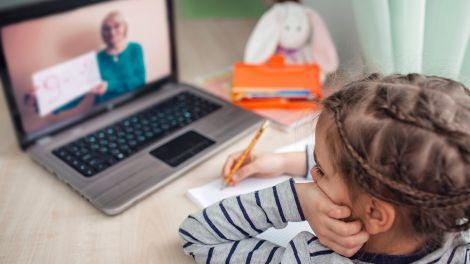 Дистанційне навчання збільшило вимоги до вчительок