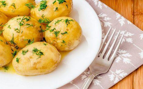 Картопля фігурі не перешкода: калорійний овоч можна їсти навіть на дієті!